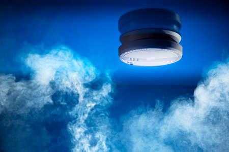 Foto de smoke detector on a blue background - Imagen libre de derechos