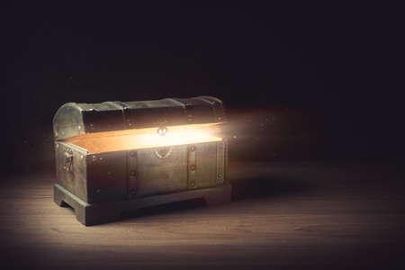 Photo pour pandoras box with smoke on a wooden background - image libre de droit