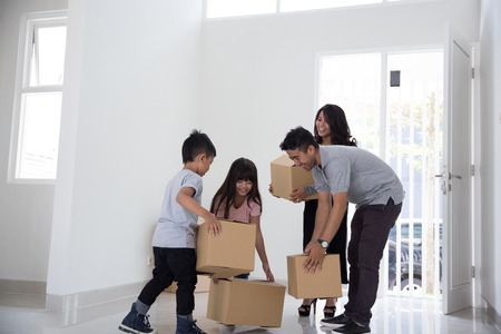 Foto per family moving to a new house - Immagine Royalty Free
