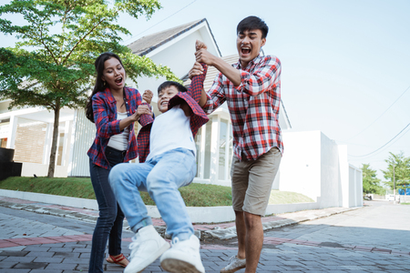 Photo pour family and kid enjoy playing together in front of their house - image libre de droit