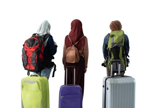 Photo pour muslim woman eid mubarak travelling concept - image libre de droit