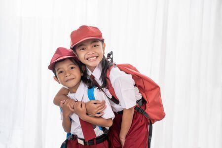 Photo pour indonesian student wearing uniform smiling to camera - image libre de droit