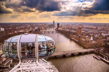 Foto de England, London, London Eye and cityscape - Imagen libre de derechos