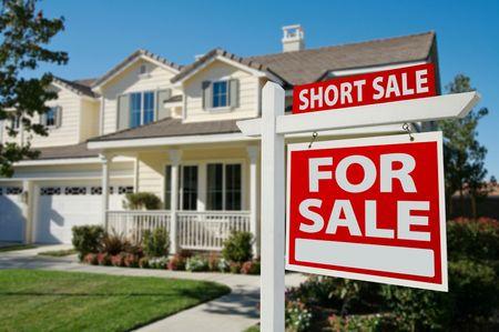 Photo pour Short Sale Home For Sale Real Estate Sign and House - Right Side. - image libre de droit