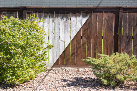 Photo pour Yard Fence Before and After Solid Paint Stain Application. - image libre de droit