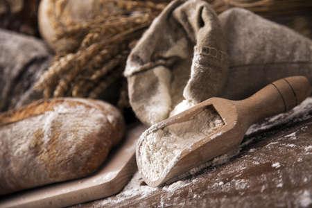 Foto de Traditional set of bread, loaves and other ingredients - Imagen libre de derechos
