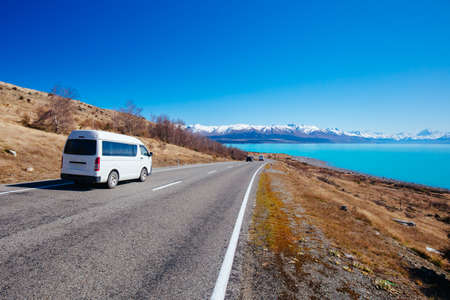 Photo pour Lake Pukaki Driving on a Sunny Day in New Zealand - image libre de droit