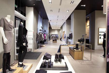 Foto de interior of brand new fashion clothes store - Imagen libre de derechos