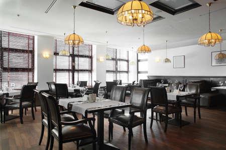 Foto de modern european restaurant with nice and bright interior - Imagen libre de derechos