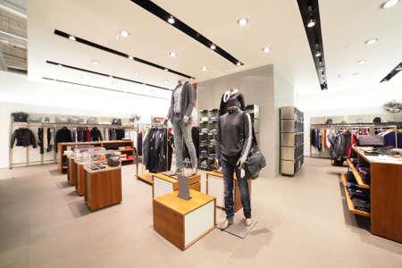 Foto de european fashionable clothing store in beautiful mall - Imagen libre de derechos