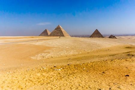 Photo pour Desert landscape of the pyriamids in Gaza near Cairo, Egypt. - image libre de droit
