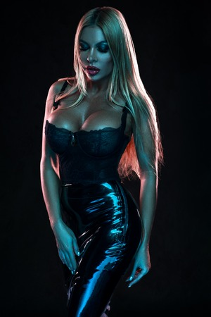 Photo pour Woman in black latex skirt and lingerie - image libre de droit
