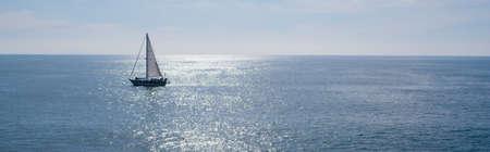 Foto de A sailing boat, yacht on a beutiful sunny day - Imagen libre de derechos