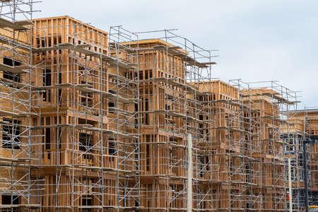 Photo pour New wood frame apartment or condominium construction - image libre de droit