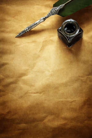 Photo pour Quill pen and ink well resting on blank parchment paper with copy space for message - image libre de droit