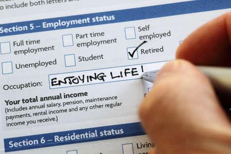 Foto de Writting retired and enjoying life on an application form concept for a comfortable retirement - Imagen libre de derechos