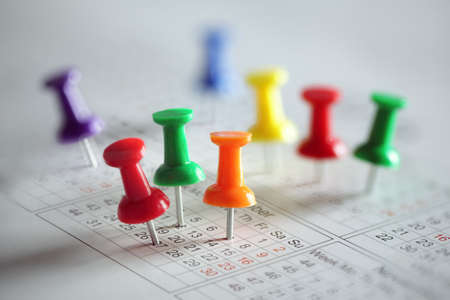 Photo pour Thumbtack in calendar concept for busy, appointment and meeting reminder - image libre de droit