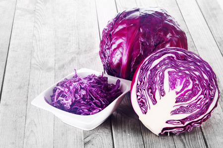 Photo pour Close up Shredded, Sliced and a Whole of Purple Cabbage Vegetable on Top of Wooden Table - image libre de droit