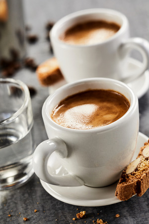 Photo pour Close up view of cups of double espresso with glass of water - image libre de droit