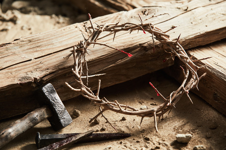Photo pour Crown of thorns among cross, hammer with nails as crucifixion symbols - image libre de droit