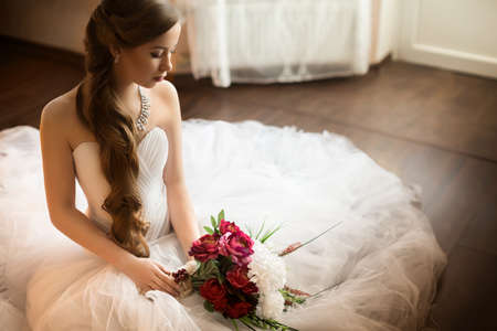Foto de Beautiful bride with stylish make-up in white dress - Imagen libre de derechos