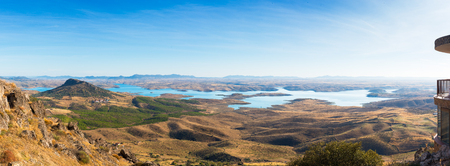 Foto de serene valley seen from the castle of puebla de alcocer - Imagen libre de derechos
