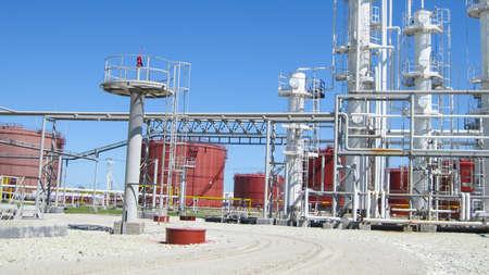 Photo pour Oil refinery. Equipment for primary oil refining. - image libre de droit