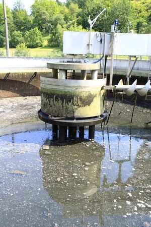 Foto de K?nigsstuhl and pump sump in a secondary clarifier that was emptied for cleaning - Imagen libre de derechos