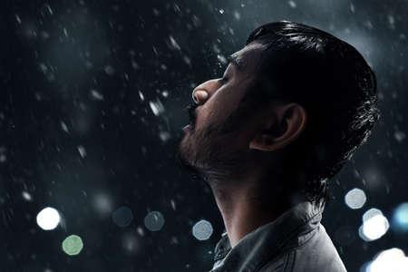 Foto de Man in the rain - Imagen libre de derechos