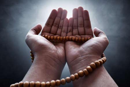 Photo pour Muslim man praying - image libre de droit