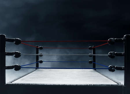 Photo pour Professional boxing ring - image libre de droit