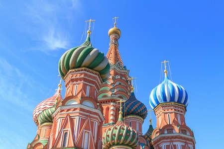 Foto de Domes of St. Basil's Cathedral on Red square against blue sky on a sunny summer morning - Imagen libre de derechos