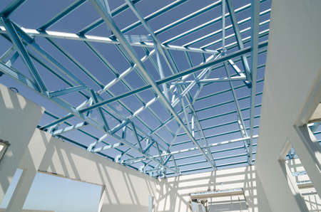 Foto per Structure of steel roof frame for construction. - Immagine Royalty Free