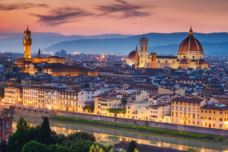 Photo pour Beautiful sunset over Cathedral of Santa Maria del Fiore (Duomo), Florence, Italy - image libre de droit