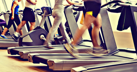 Photo pour retro, vintage gym shot - people running on machines, treadmill - image libre de droit