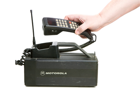 Photo pour Hallstahammar, Sweden - December 10, 2012: One hand holdning the receiver of a 1980s era Motorola MCR 9500XL mobilephone used in Sweden. - image libre de droit