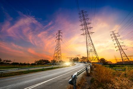 Foto de Hight voltage electricity pylon system on sunrise background - Imagen libre de derechos