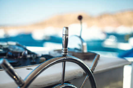 Foto de Photo of a wheel for navigation on the yacht - Imagen libre de derechos