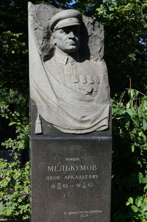 Photo pour Monument to the Soviet commander, Red Commander Yakov Melkumov at the Novodevichy Cemetery in Moscow. - image libre de droit