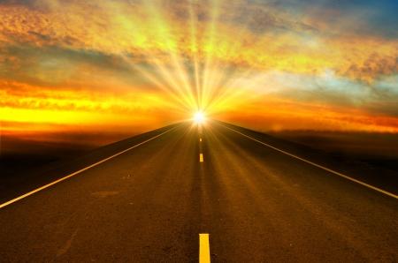 Photo pour road and sunset - image libre de droit