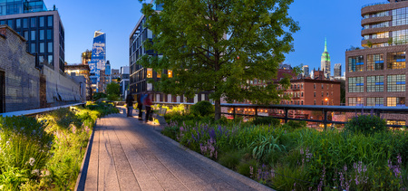 Foto de Highline panoramic view at twilight with city lights, illuminated skyscrapers and high-rises. Chelsea, Manhattan, New York City - Imagen libre de derechos