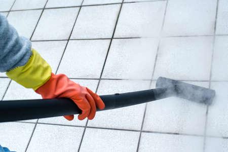 Photo pour Woman using steam cleaner - image libre de droit
