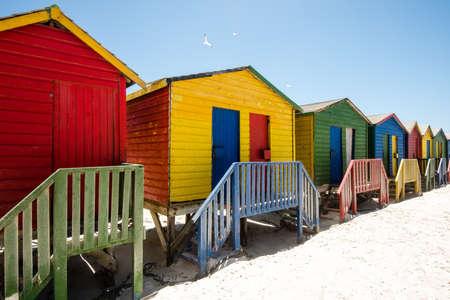 Foto de Colorful beach huts at Muizenberg near Cape Town, South Africa - Imagen libre de derechos