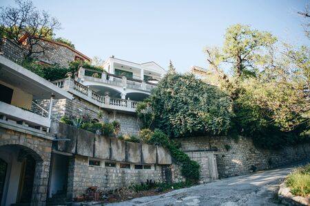 Photo pour View of the residential building and the street with the road, trees and plants. - image libre de droit