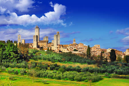 Photo pour San Gimigniano - beautiful medeival town of Tuscany - image libre de droit