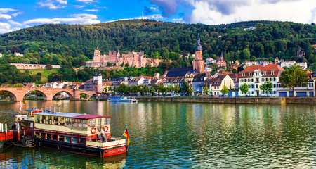 Photo pour Beautiful Heidelberg medieval town, panoramic view, Germany. - image libre de droit