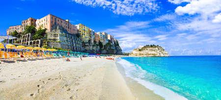 Foto de Traditional colorful houses in Tropea village, view with azure sea, Calabria, Italy. - Imagen libre de derechos