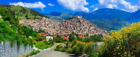 Photo pour Beautiful Morano Calabro village, streets with traditional houses and mountains, Calabria, Italy. - image libre de droit