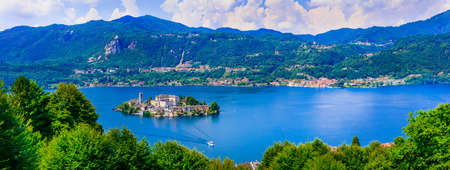 Photo pour Impressive Orta San Giulio village, view with lake and mountains, Piemonte, Italy. - image libre de droit