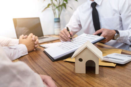 Photo pour Business Signing a Contract Buy - sell house, insurance agent analyzing about home investment loan Real Estate concept. - image libre de droit
